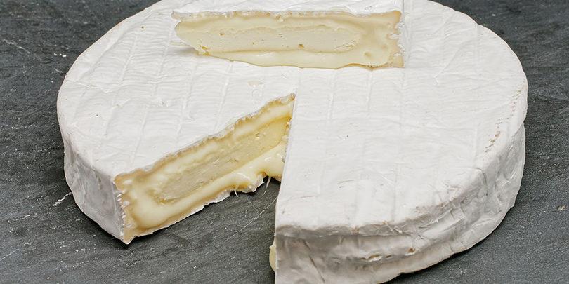 Plateau de fromages avec brie